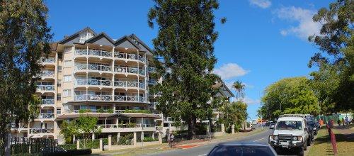 Brisbane: Blue Sky Street Scene